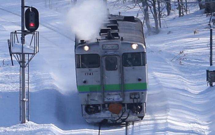 A standard Kiha 40 train