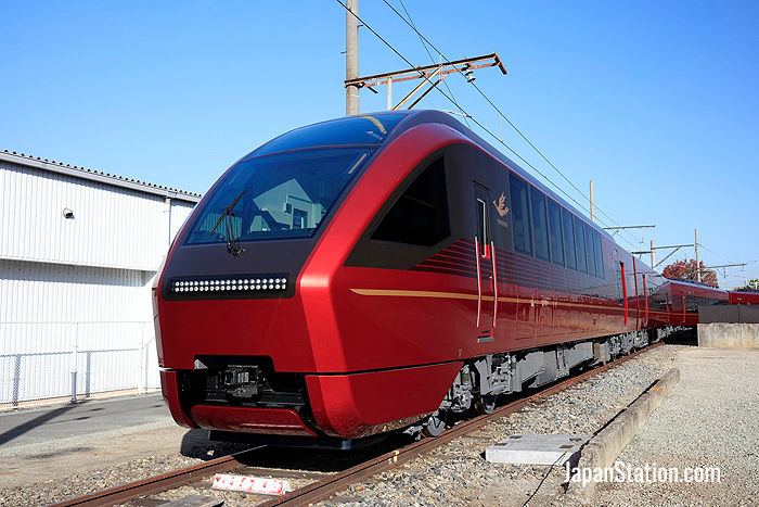 The flame red Hinotori express